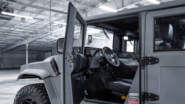 В США соберут 12 уникальных внедорожников Hummer H1