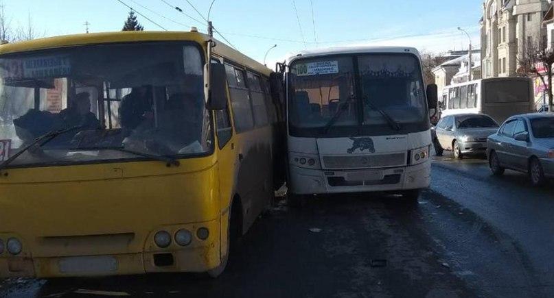 В Иванове произошло ДТП автобуса и троллейбуса, пассажиры получили травмы