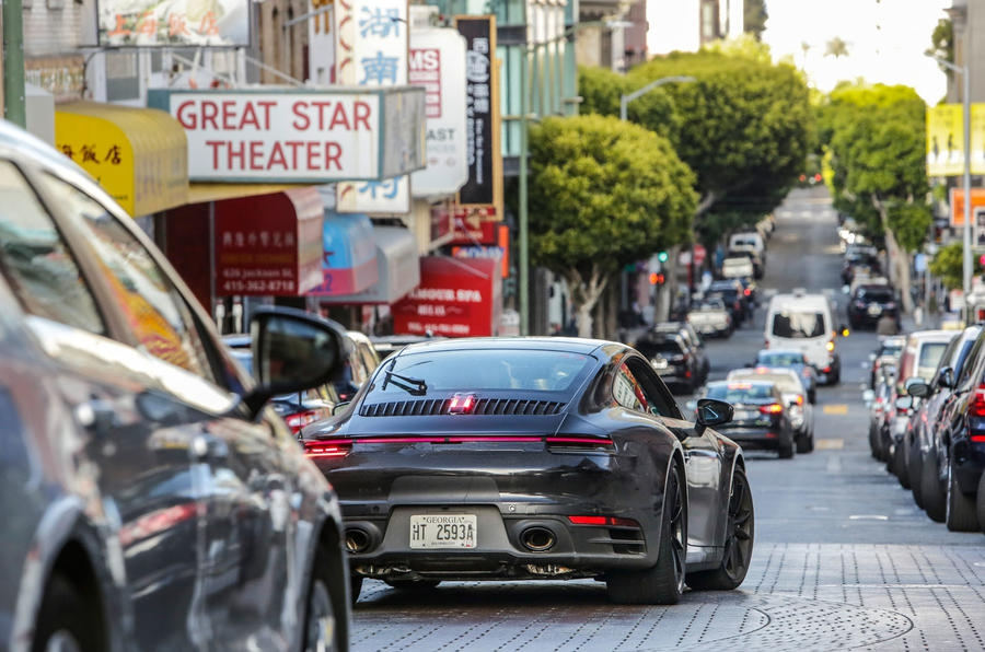 Премьера нового поколения Porsche 911 состоится в Лос-Анджелесе