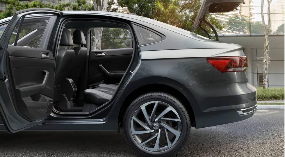 Volkswagen представила седан Polo нового поколения