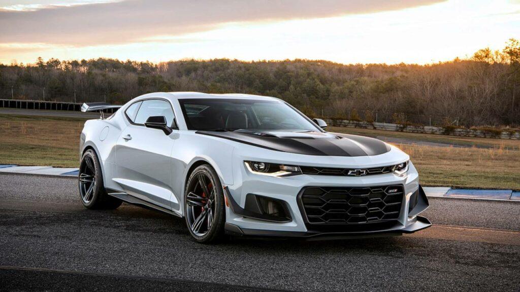 Составлен ТОП-5 самых мощных автомобилей до 100 тыс. долларов