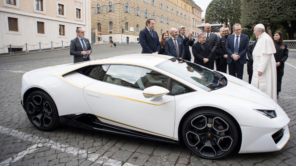 Суперкар папы Франциска продали на аукционе Sotheby`s за €715 тысяч