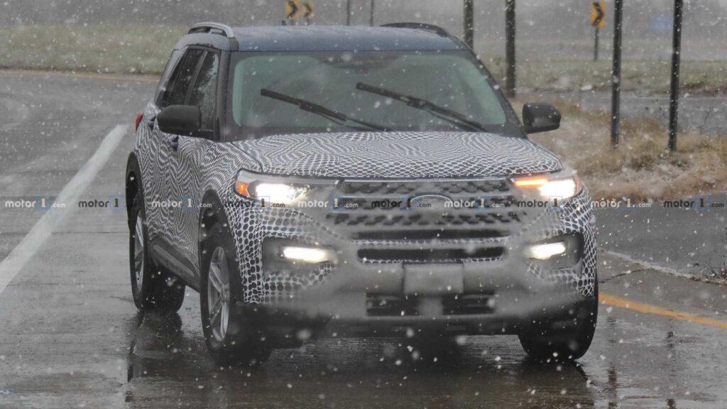 Внедорожник Ford Explorer 2020 модельного года вывели на тесты
