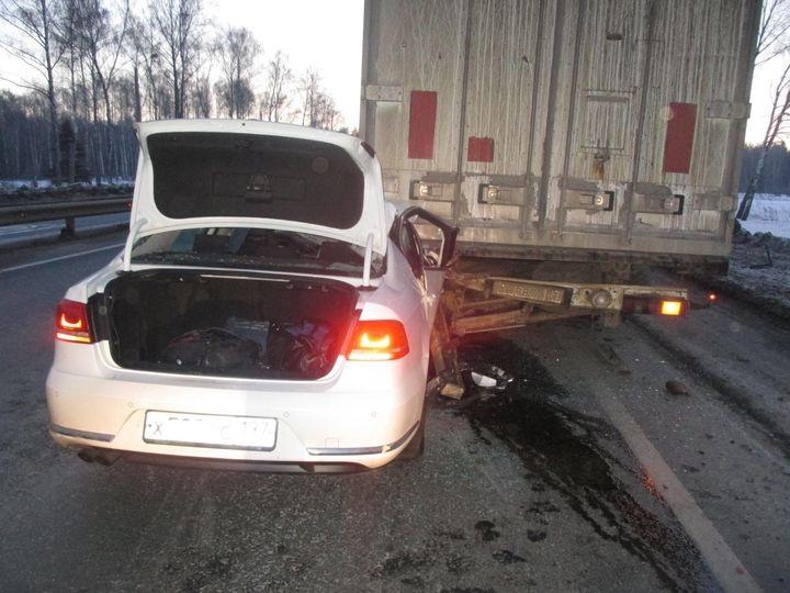 Легковушка влетела под фуру в Ковровском районе: погиб пассажир