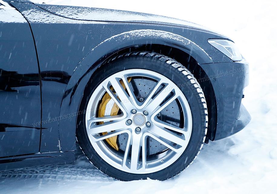 В Сети появились снимки прототипа 600-сильного хэтчбека Audi RS7