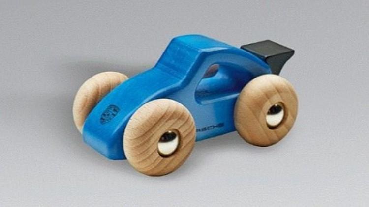 Компания Porsche отзывает более 2 тыс. игрушечных машинок