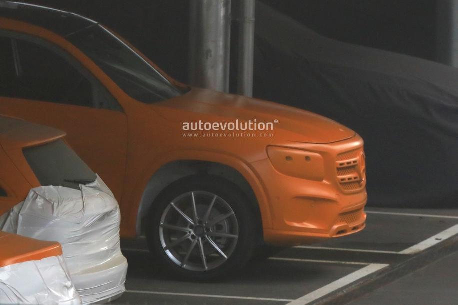 Новый кроссовер Mercedes-Benz GLB сфотографирован без камуфляжа