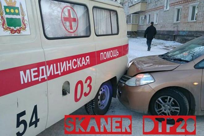 Водитель «скорой» пострадал в ДТП трёх автомобилей в Благовещенске