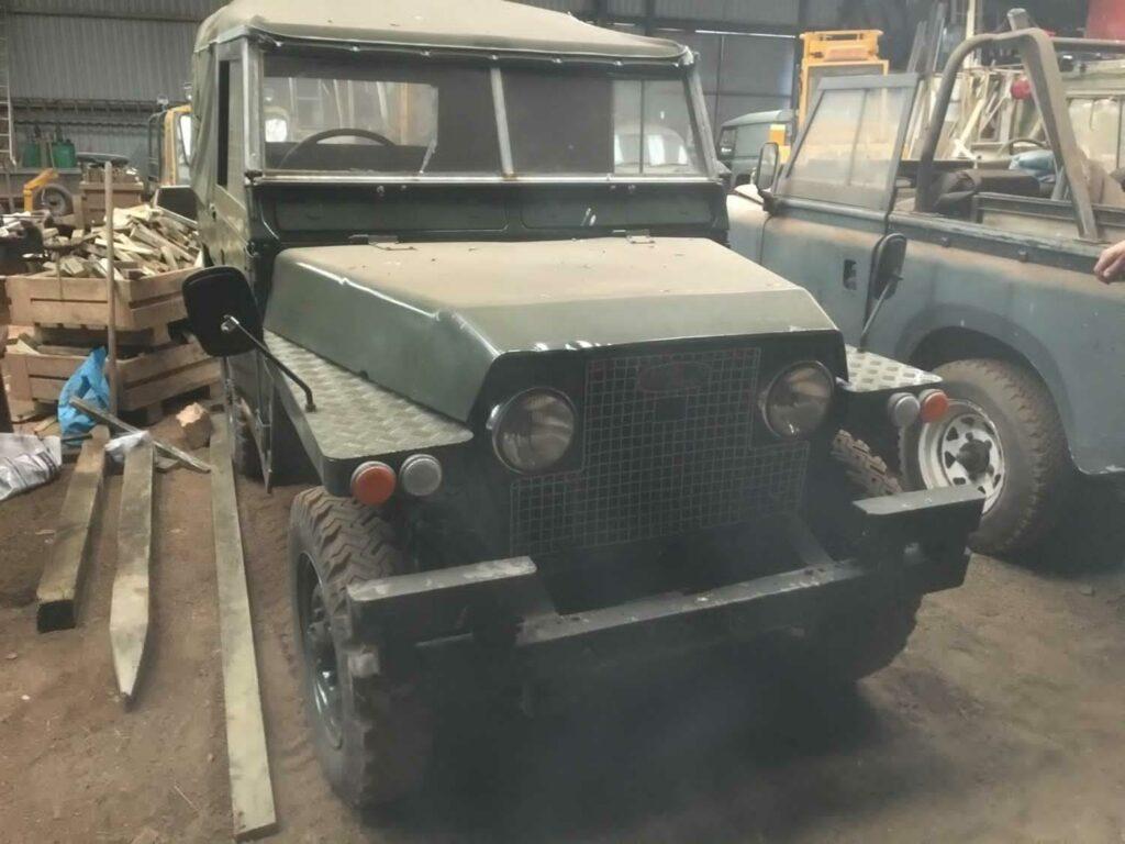 На шотландской ферме случайно нашли очень редкие модели Land Rover
