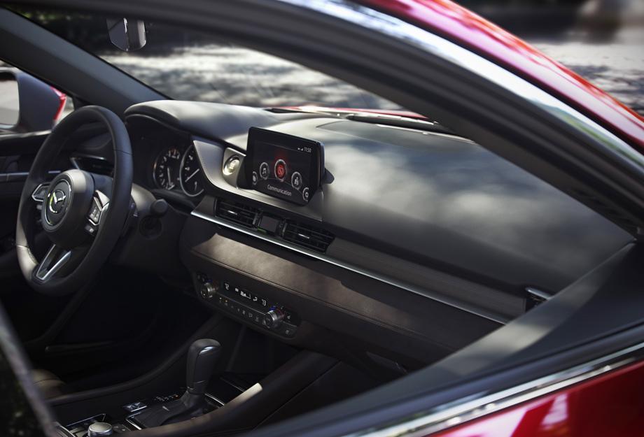 Появились первые фотографии седана Mazda 6 2018 модельного года