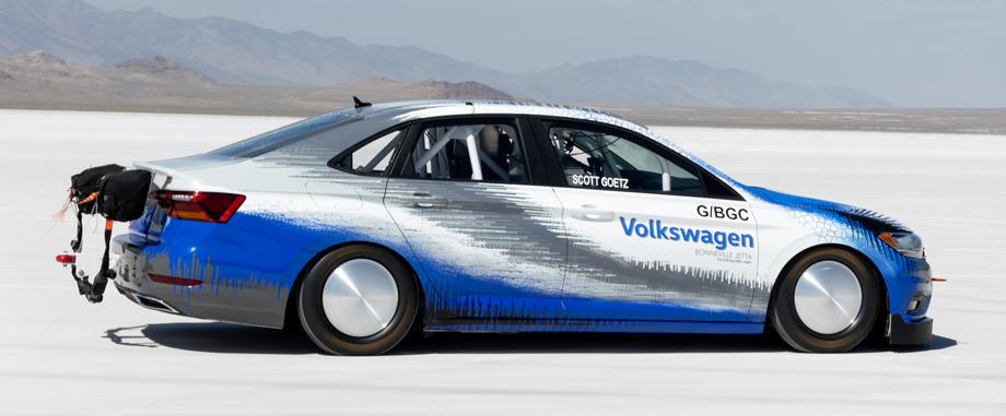 608-сильный седан Volkswagen Jetta установил рекорд скорости