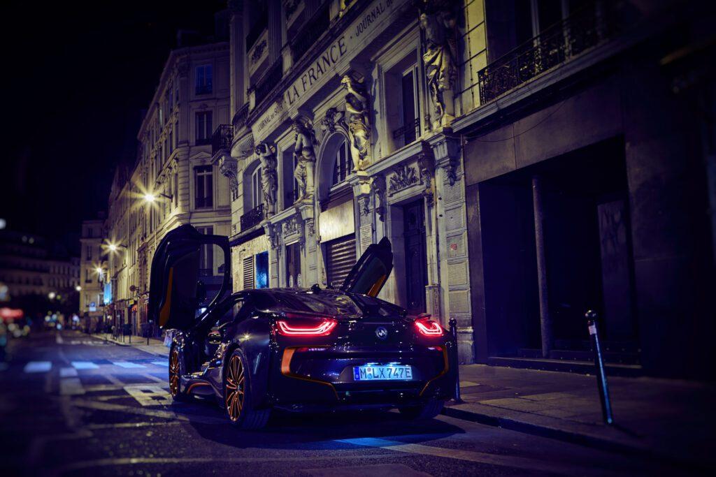 BMW показал модели BMW i3 и i8 с особым оформлением