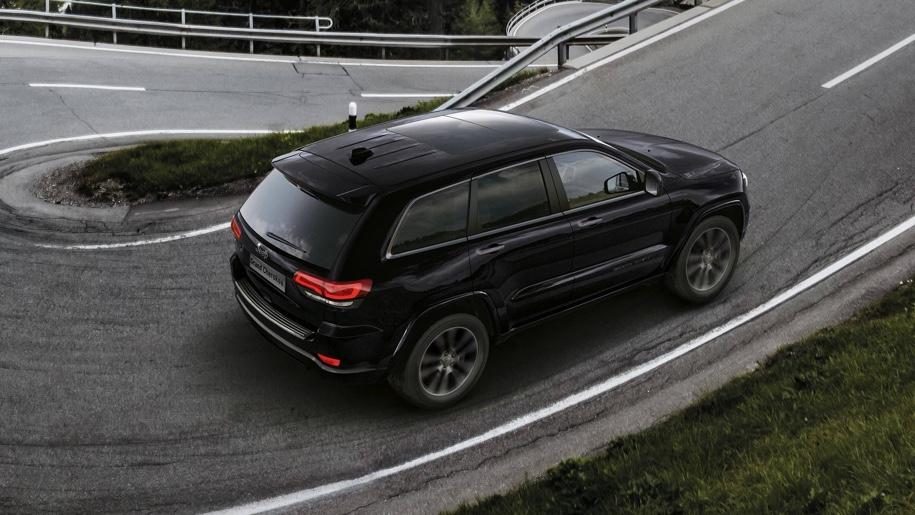 Jeep подготовил очень черный «спортивный» Jeep Grand Cherokee