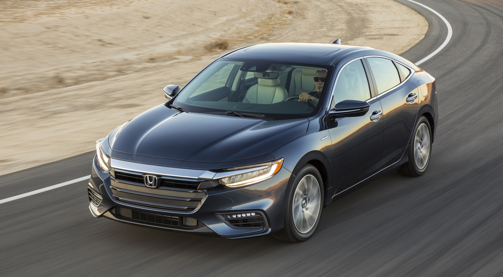 Новый гибридный седан Honda Insight встал на конвейер