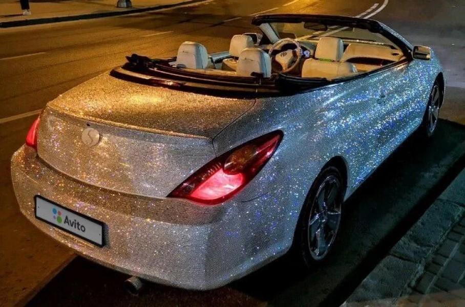 Кабриолет усыпанный стразами продают в Крыму за 1 млн рублей