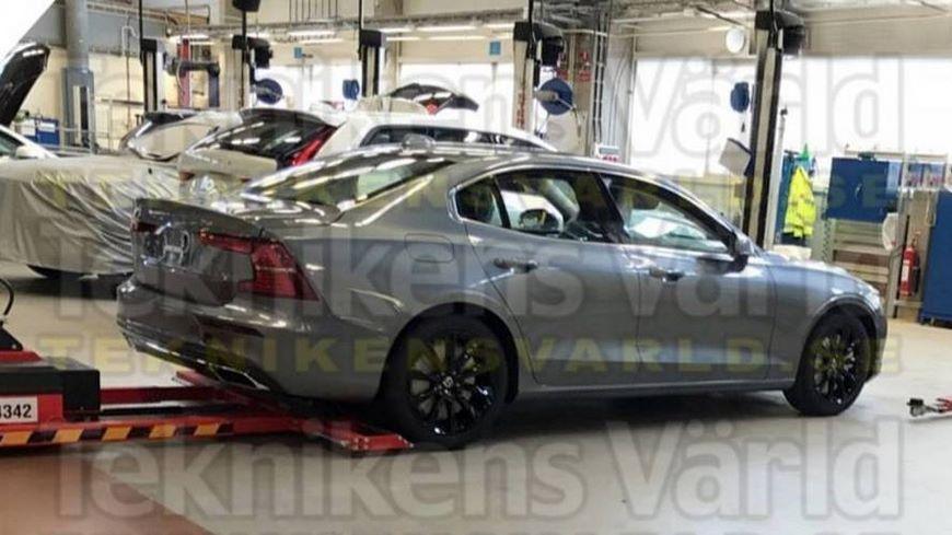 В Сети появились первые фотографии нового седана Volvo S60
