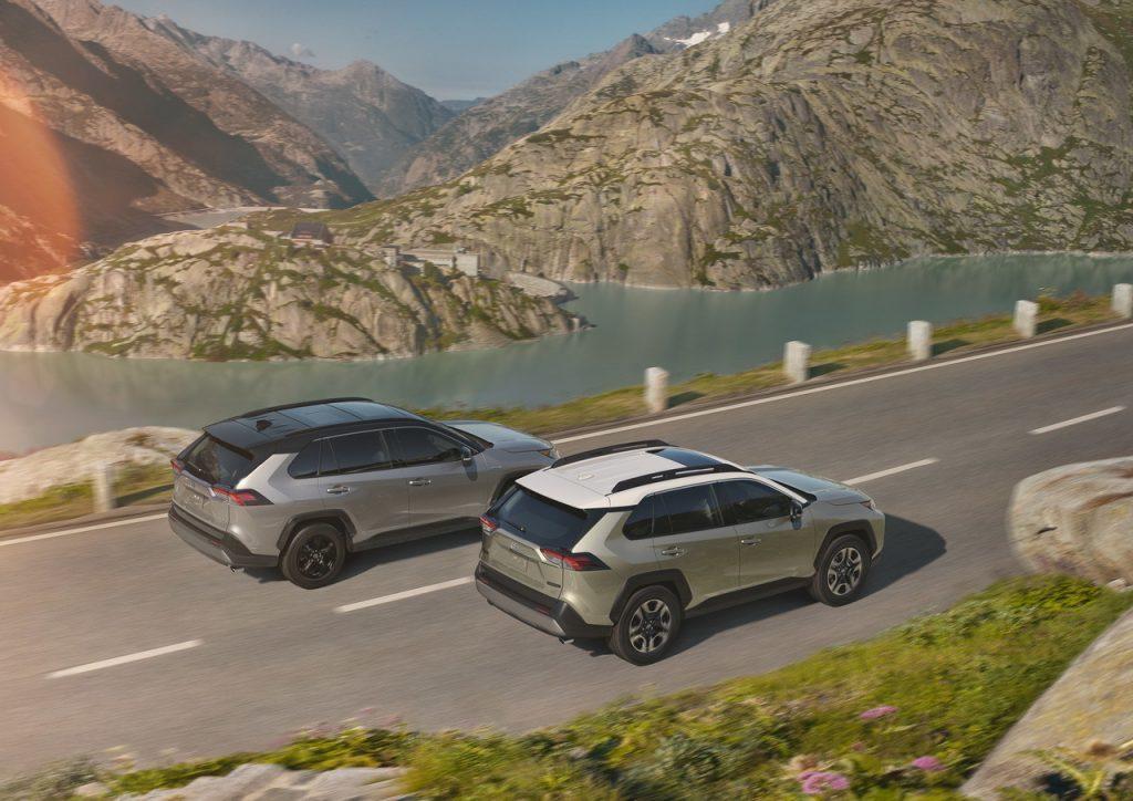 Объявлены российские цены и комплектации нового Toyota RAV4