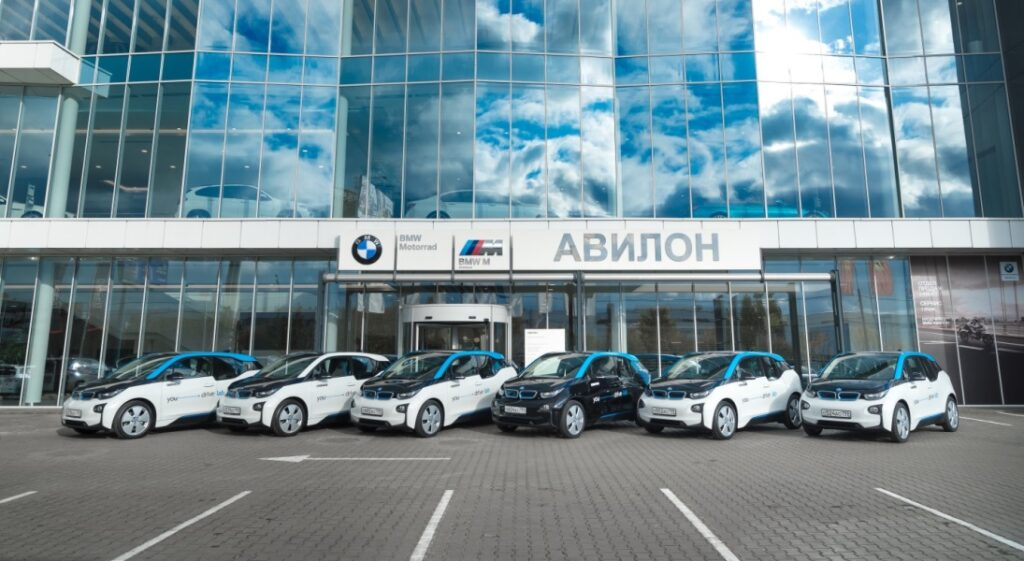 АВИЛОН выдал первые электрокары BMW каршерингу YOU drive