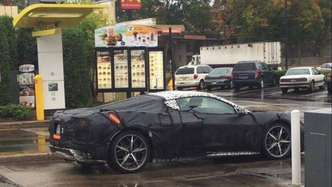 В Интернете появились фото Chevrolet Corvette с новым двигателем