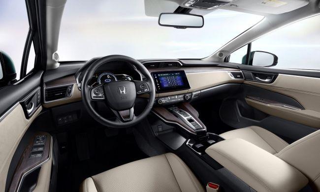 Гибридный Honda Clarity Plug-in Hybrid оценен в 33 400 долларов
