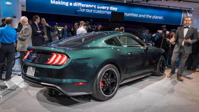 Ford Mustang Bullitt 2019 представили в новом цвете Shadow Black