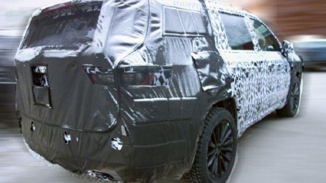 Появились первые фото салона внедорожника Jeep Grand Commander