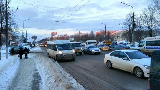 Из-за нескольких ДТП проспект Ленина встал в пробке