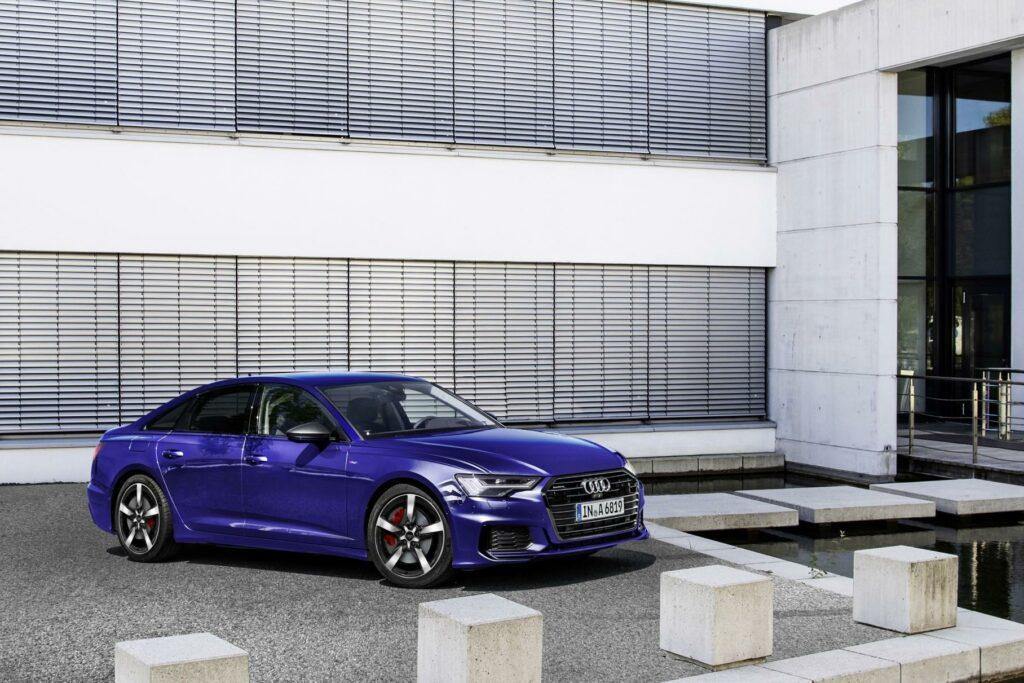 Компания Audi представила гибридный седан Audi A6 55 TFSI e quattro