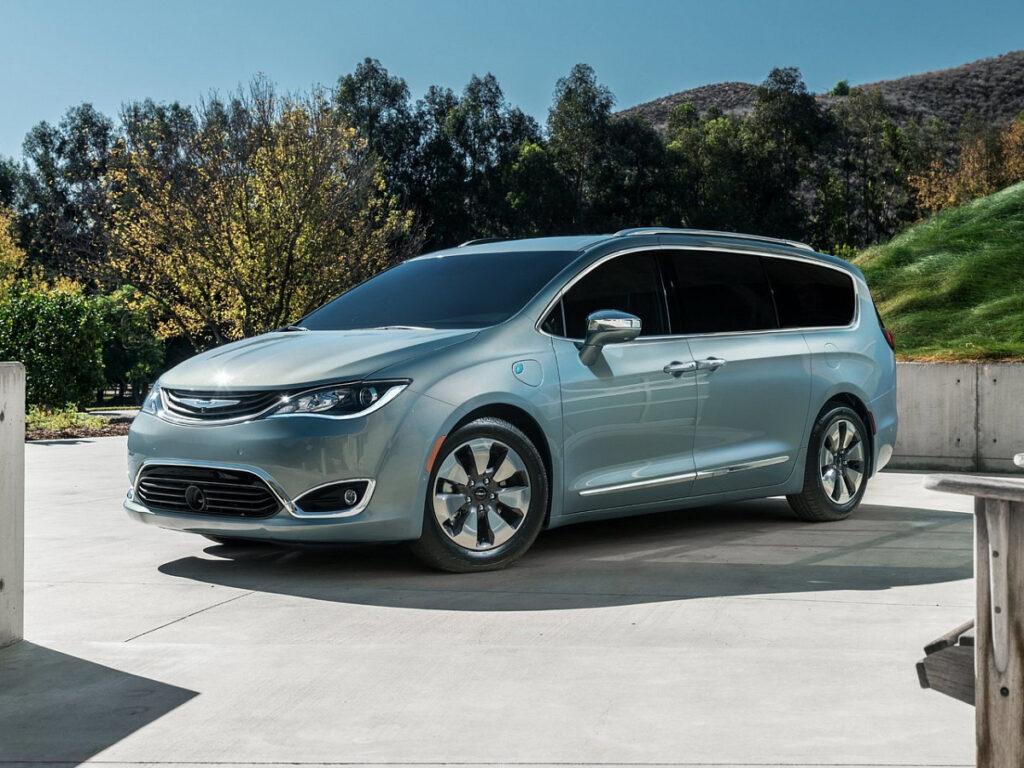 Рестайлинговый Chrysler Pacifica получит систему полного привода eAWD