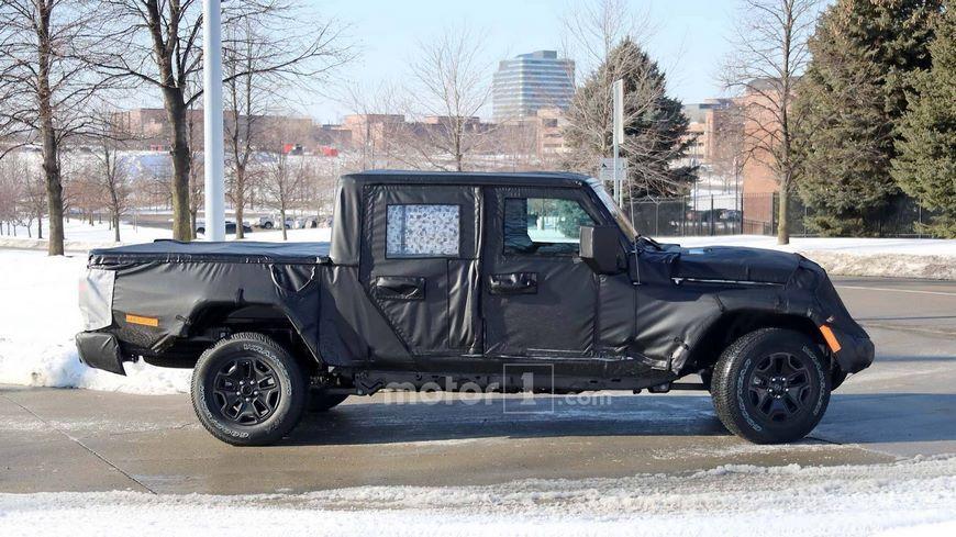Опубликованы шпионские снимки пикапа Jeep Scrambler