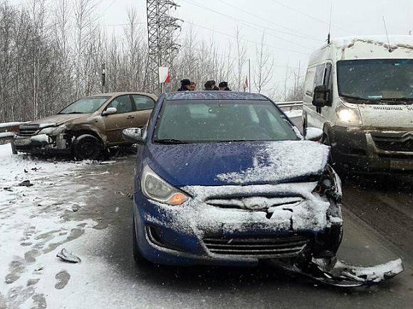 4 автомобиля и рейсовый автобус столкнулись в Подмосковье на Симферопольском шоссе