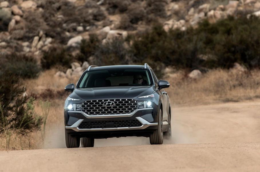 Hyundai Santa Fe 2021 года получит рестайлинг и гибрид