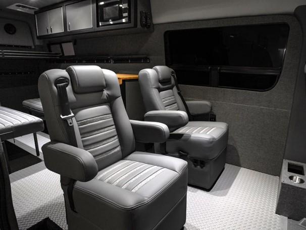 "Lexani Motorcars сделала из Mercedes-Benz Sprinter ""дом на колесах"""