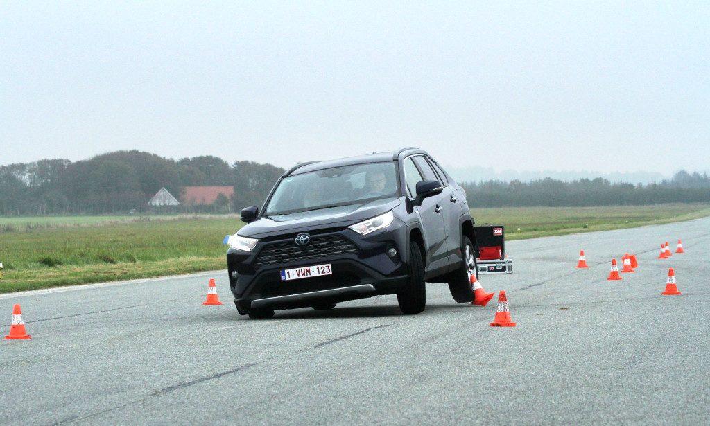 Кроссовер Toyota RAV4 успешно прошел новый «лосиный тест»