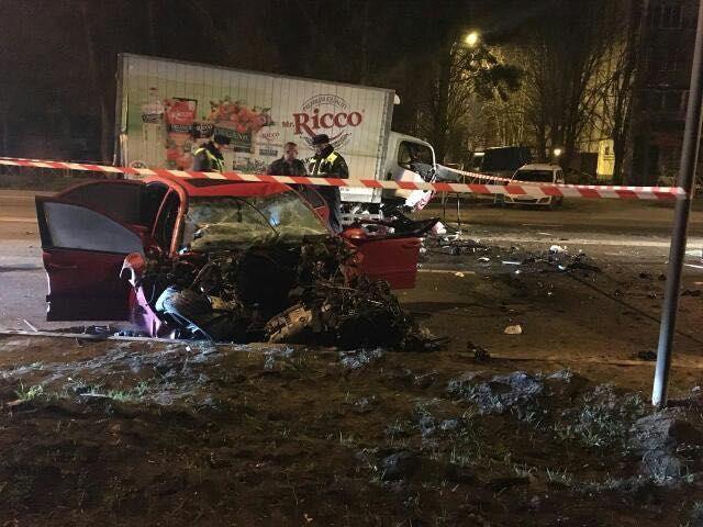 Смертельное ДТП в Краснодаре - в столкновении с грузовиком погиб водитель Mercedes