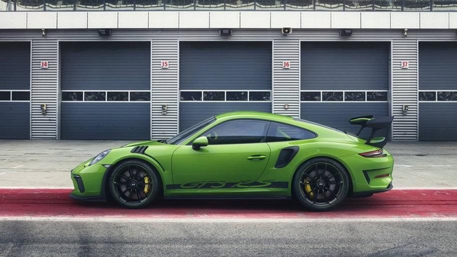 Появились фото самого мощного суперкара Porsche 911 GT3 RS