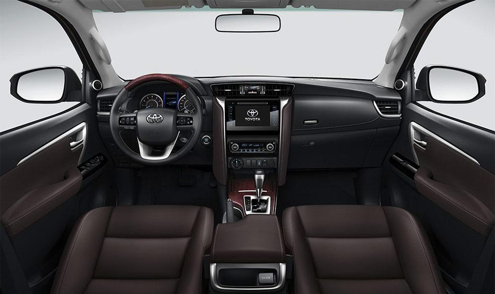 Цена новой Toyota Fortuner для российского рынка составит 2,6 млн рублей