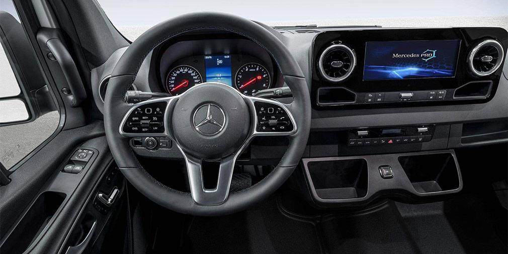 Компания Mercedes рассекретила салон нового поколения Sprinter