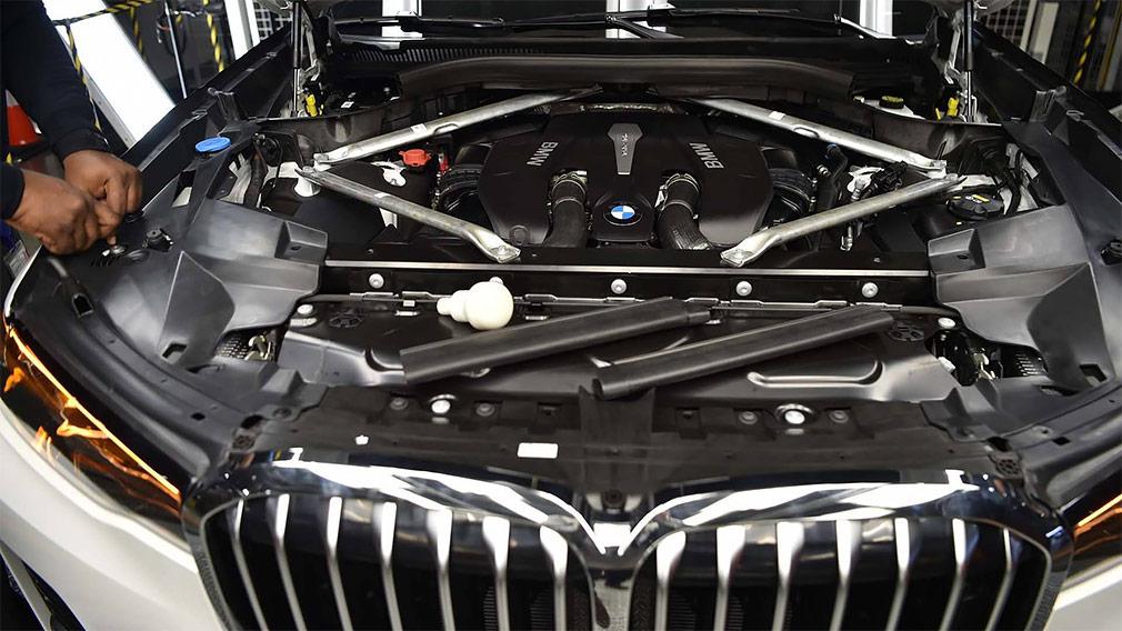 В Сети появились первые снимки предсерийного кроссовера BMW X7