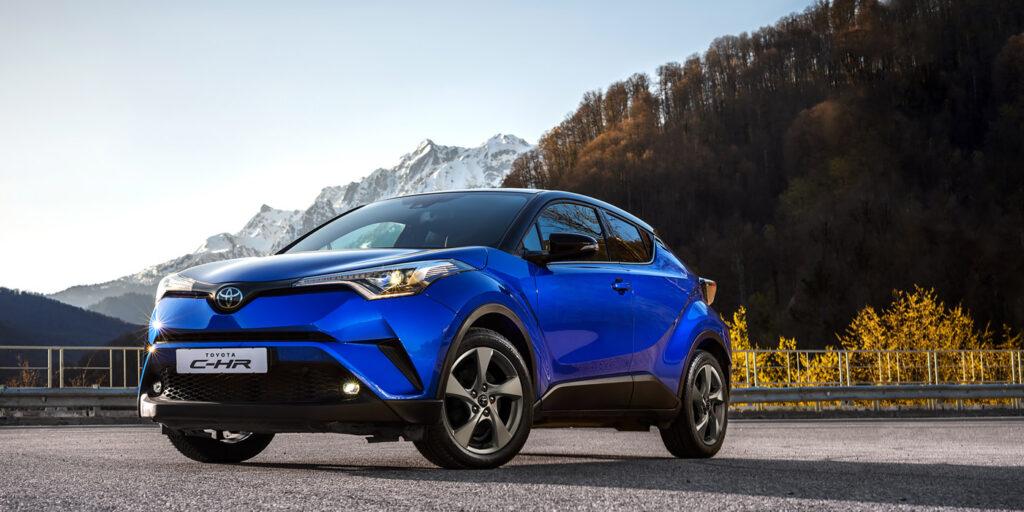 Названы цены и комплектации на новый кроссовер Toyota C-HR для РФ