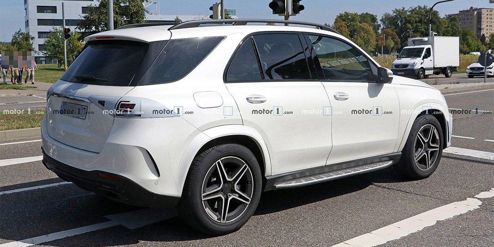 Новый Mercedes-Benz GLE без камуфляжа замечен во время тестов