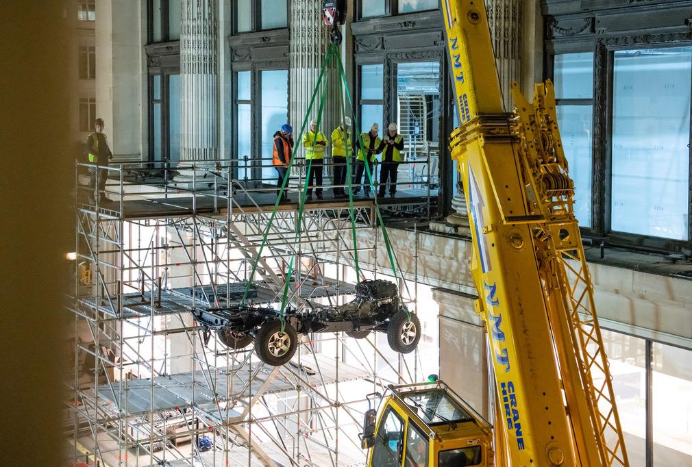 Land Rover соберет особую версию Defender в магазине мужской одежды
