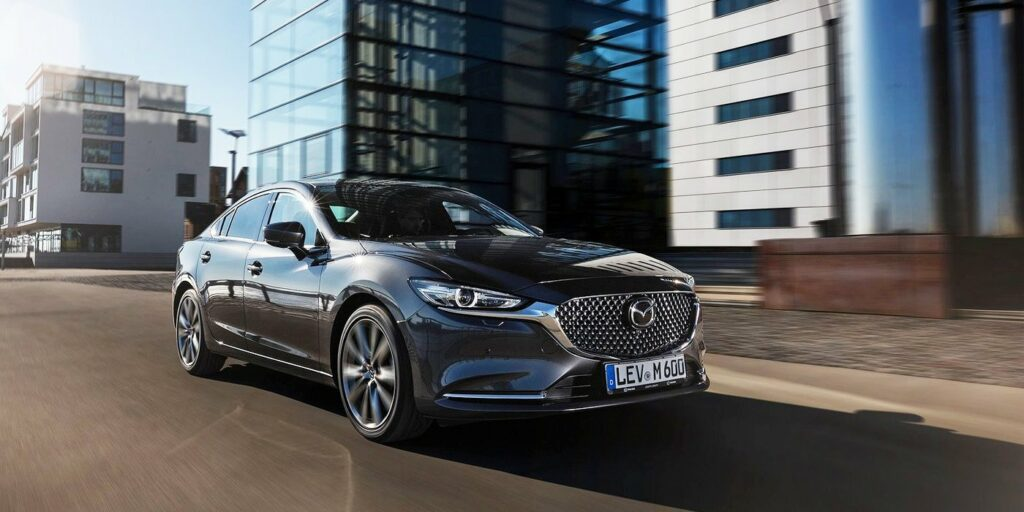 Компания Mazda назвала цены на обновленный седан Mazda 6 для РФ