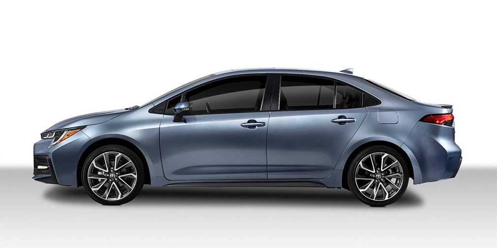 Компания Toyota представила новый седан Toyota Corolla