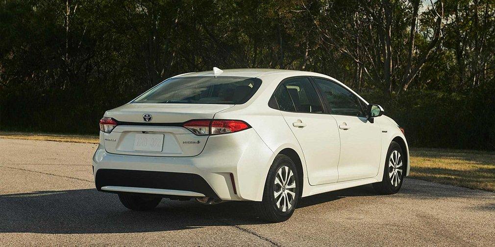 Представлена гибридная версия нового седана Toyota Corolla Hybrid