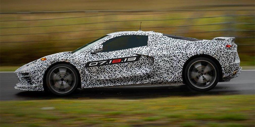 GM анонсировал премьеру среднемоторного Chevrolet Corvette