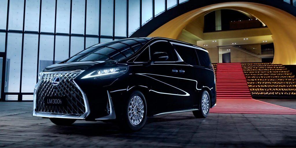 Новый роскошный минивэн Lexus LM вышел в продажу в Китае