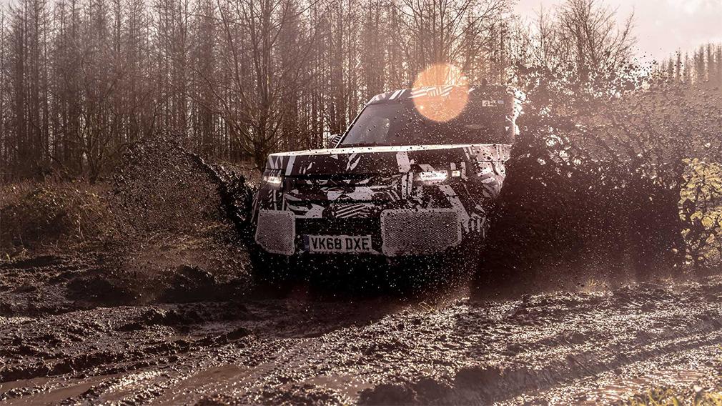 Новый внедорожник Land Rover Defender проходит финальные тесты