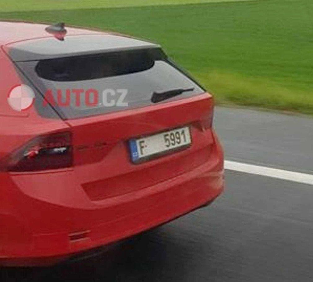 Новая Skoda Octavia без камуфляжа замечена на тестах