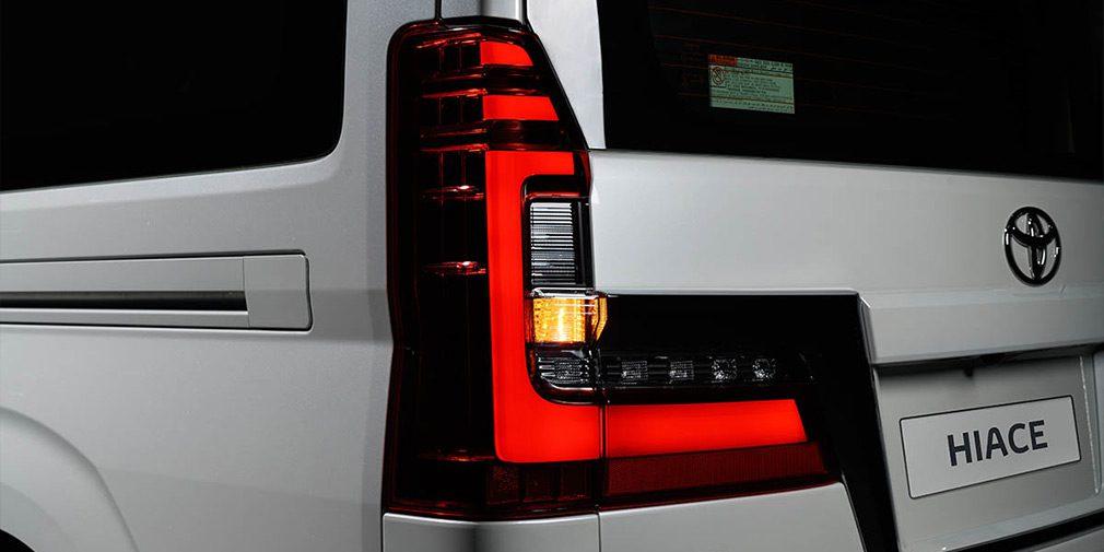 VIP-минивэн Toyota Hiace появился в продаже в России